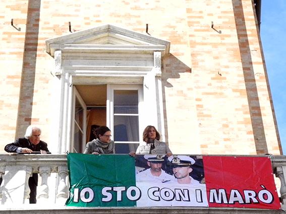 comune_Macerata_Striscione_Marò (3)