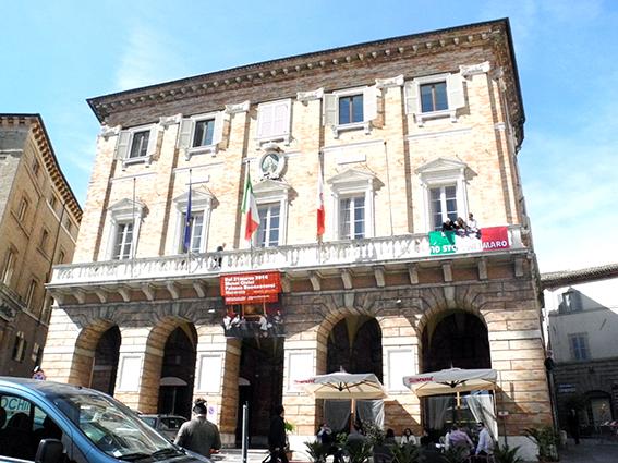 comune_Macerata_Striscione_Marò (4)