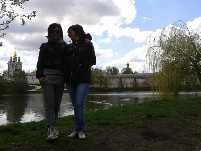 Con la sorella gemella al Convento di Novodevichy