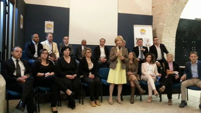 Rosalba Ubaldi (al centro) con i suoi candidati
