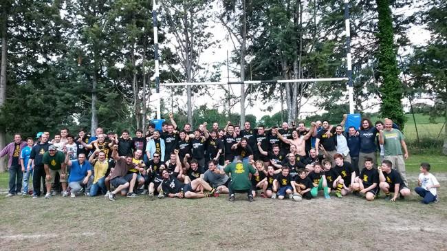 Il Macerata Rugby festeggia la vittoria del campionato