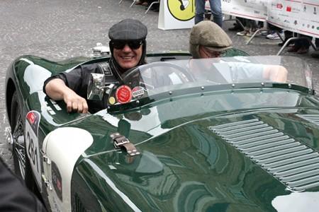 Brian Johnson degli Ac/Dc a bordo della sua Jaguar
