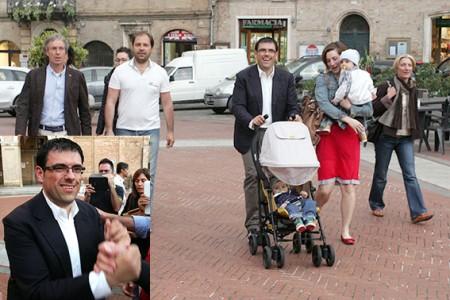 Francesco Fiordomo in piazza Leopardi festeggia la rielezione a sindaco di Recanati vincendo al primo turno con un autentico plebiscito