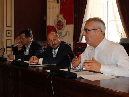 Il sindaco Romano Carancini, l'assessore Narciso Ricotta e Gianluca Puliti, dirigente servizio Servizi alla persona