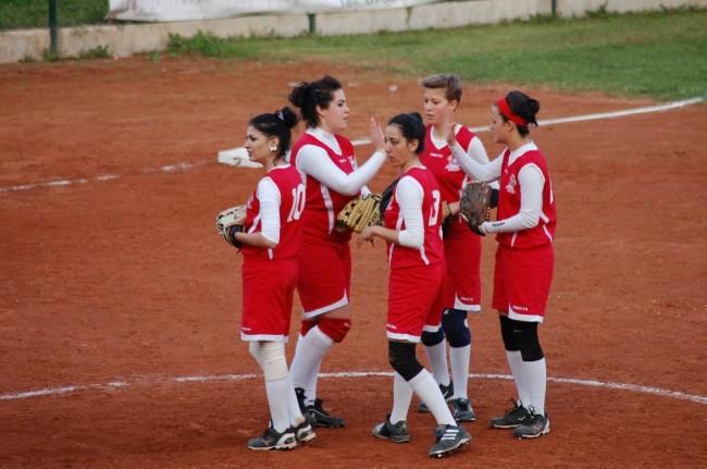 La squadra di softball Macerata