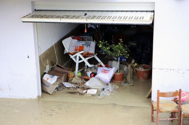 I garage sommersi dall'acqua a Colbuccaro
