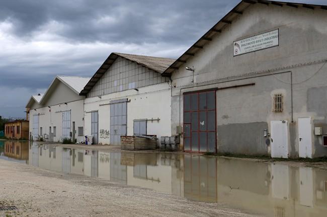 Locali allagati a causa della forte pioggia in località Colbuccare
