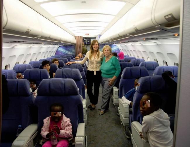 I bambini nell'aereo del governo che li ha riportati a casa (Foto Palazzo Chigi)