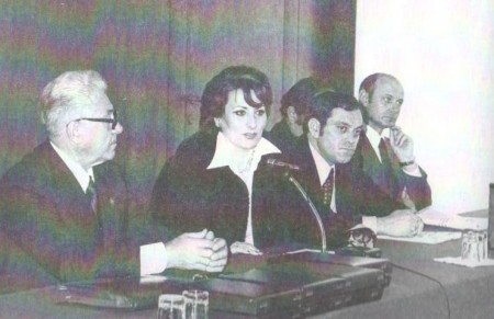 """Fiorella Conti (al centro) con Nannino Crescentini a San Donato Milanese, 1977 (Immagine tratta dal libro La Leggende del Santo Petroliere"""""""
