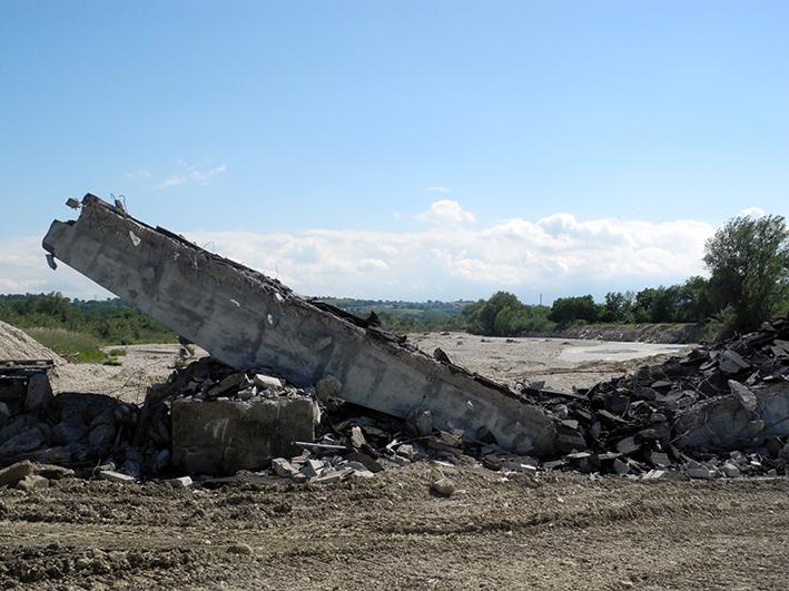demolizione ponte colbuccaro-fistra_fiume Guado (12)
