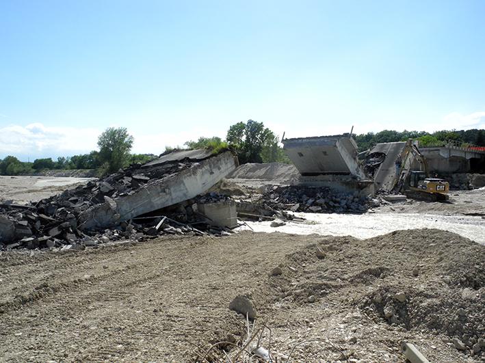demolizione ponte colbuccaro-fistra_fiume Guado (14)