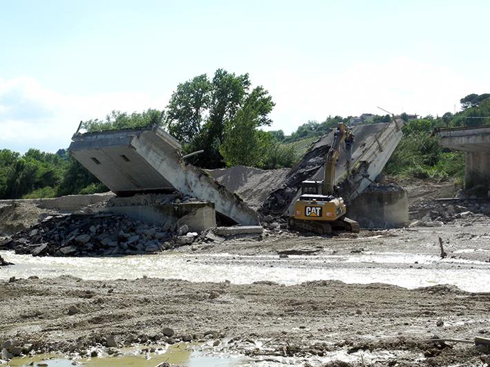 demolizione ponte colbuccaro-fistra_fiume Guado (17)