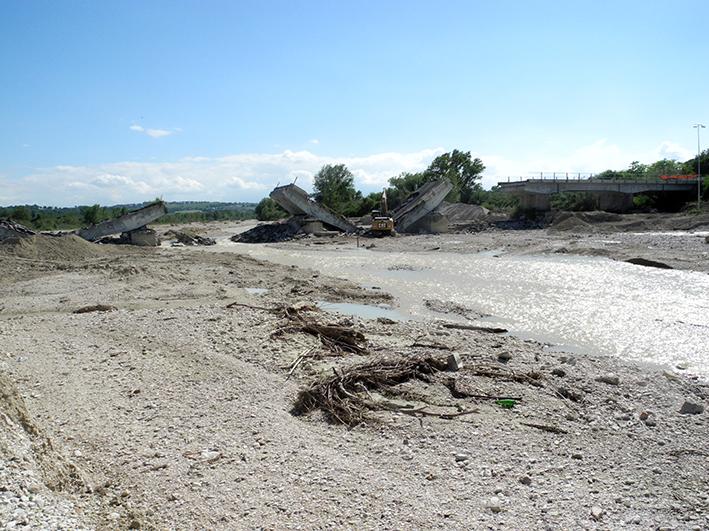 demolizione ponte colbuccaro-fistra_fiume Guado (19)