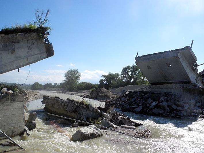 demolizione ponte colbuccaro-fistra_fiume Guado (25)