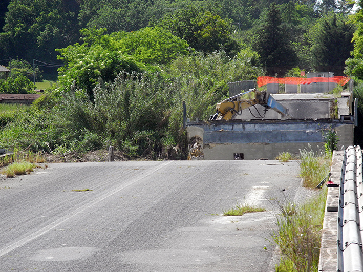 demolizione ponte colbuccaro-fistra_fiume Guado (7)