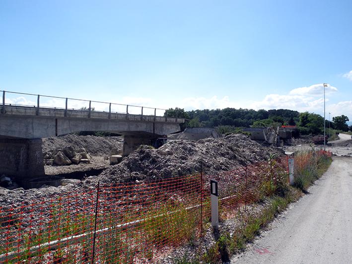 demolizione ponte colbuccaro-fistra_fiume Guado (8)