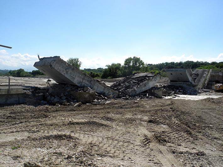 demolizione ponte colbuccaro-fistra_fiume Guado (9)