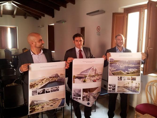 Da sinistra gli architetti Rocchi, Donati e Bovino presentano il progetto del ridosso