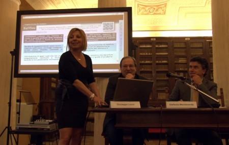 La vincitrice del Concorso MAClife Anna De Stephanis con il direttore della scuola di Architettura Giusppe Losco e il rettore Flavio Corradini