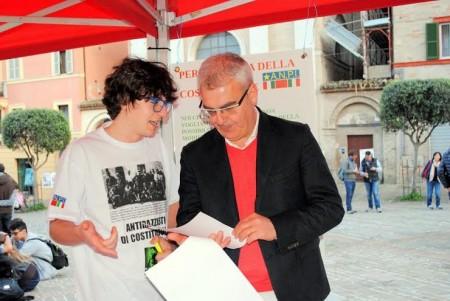 Il sindaco Carancini firma per la campagna promossa da Officina Universitaria