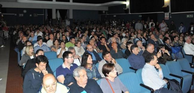 Numeroso il pubblico presente in sala