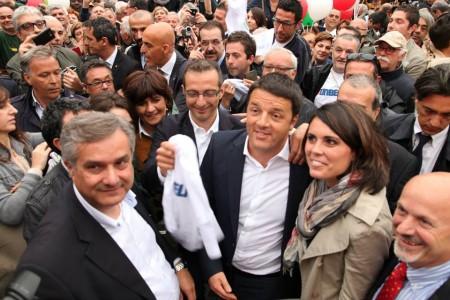 Matteo Renzi durante una visita a Pesaro
