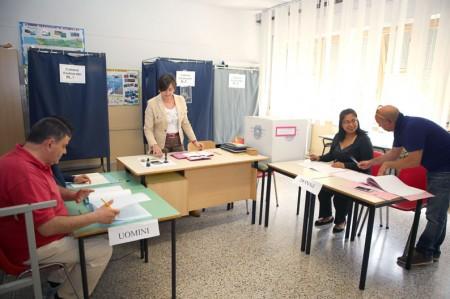 Uno dei seggi della provincia di Macerata