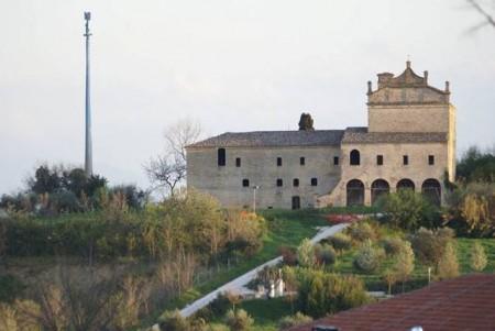 Una simulazione di come apparirebbe il convento Zoccolanti con l'antenna