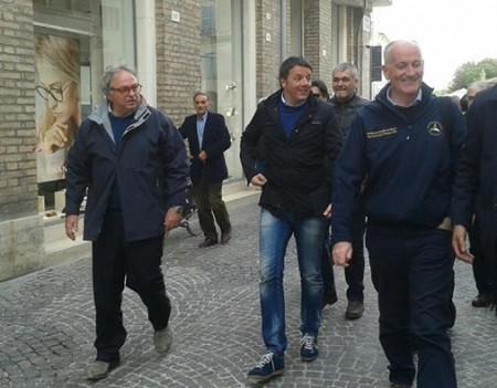 Gian Mario Spacca con Matteo Renzi in occasione dell'alluvione di Senigallia. Anche la macata concessione dello stato di calòamità per il maltempo del 4 e 5 febbraio tra le doglianze dell'amminsuitrazione regionale