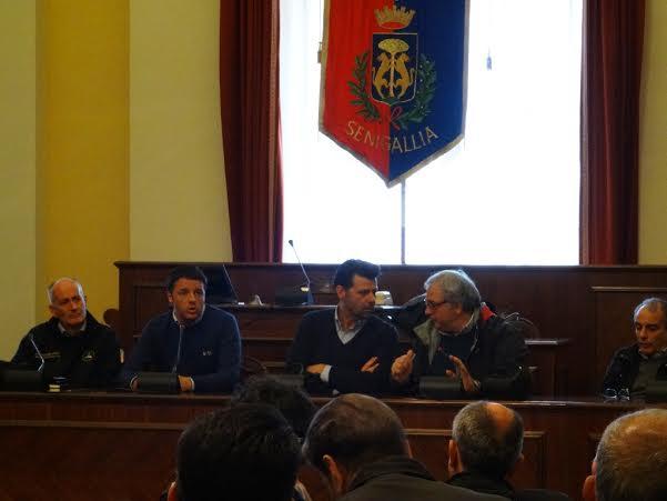 Renzi e Spacca nella sala consiliare del Comune di Senigallia