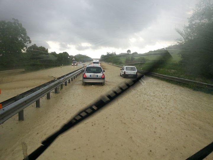 La superstrada durante il temporale
