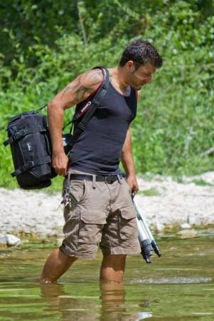 Alessandro-Tesei-34-anni-di-Jesi-è-il-videomaker-che-ha-creato-il-sito-Ascosi-lasciti-dove-racconta-con-le-sue-foto-i-luoghi-abbandonati-delle-Marche-e-del-Centro-Italia.-301x450