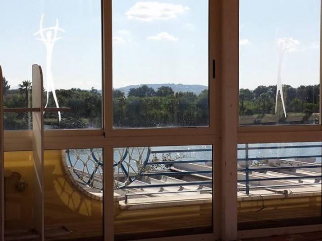 Ancora-una-foto-dal-piano-superiore-con-una-porzione-di-tetto-e-il-laghetto-sullo-sfondo.-Foto-di-Alessandro-Tesei-da-ascosilasciti.wordpress.com_.