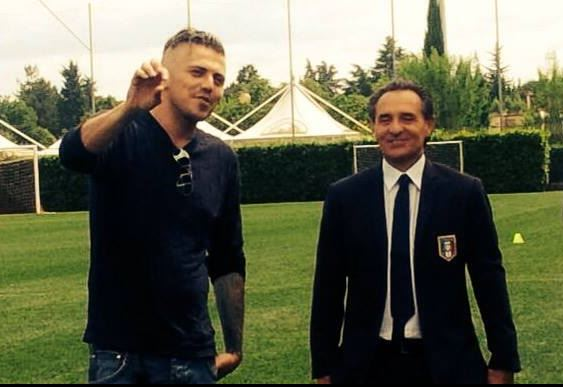 Fabio Breccia in compagnia dell'allenatore dell'Italia Cesare Prandelli