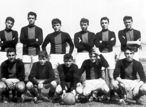 I-campioni-del-1964.-Da-sinistra-in-piedi-Pepa-Panetti-Monaldi-Giacomo-Mimmo-Palanca-Grandinetti-Lino-Palanca.-Accosciati-Matassini-Boccalini-Venusto-Pierini-Solazzi..