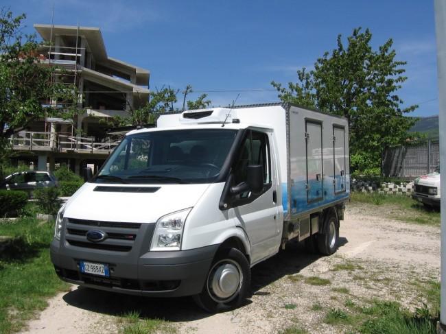 Il furgoncino della Coim Plast guidato da Pietro Sarchiè