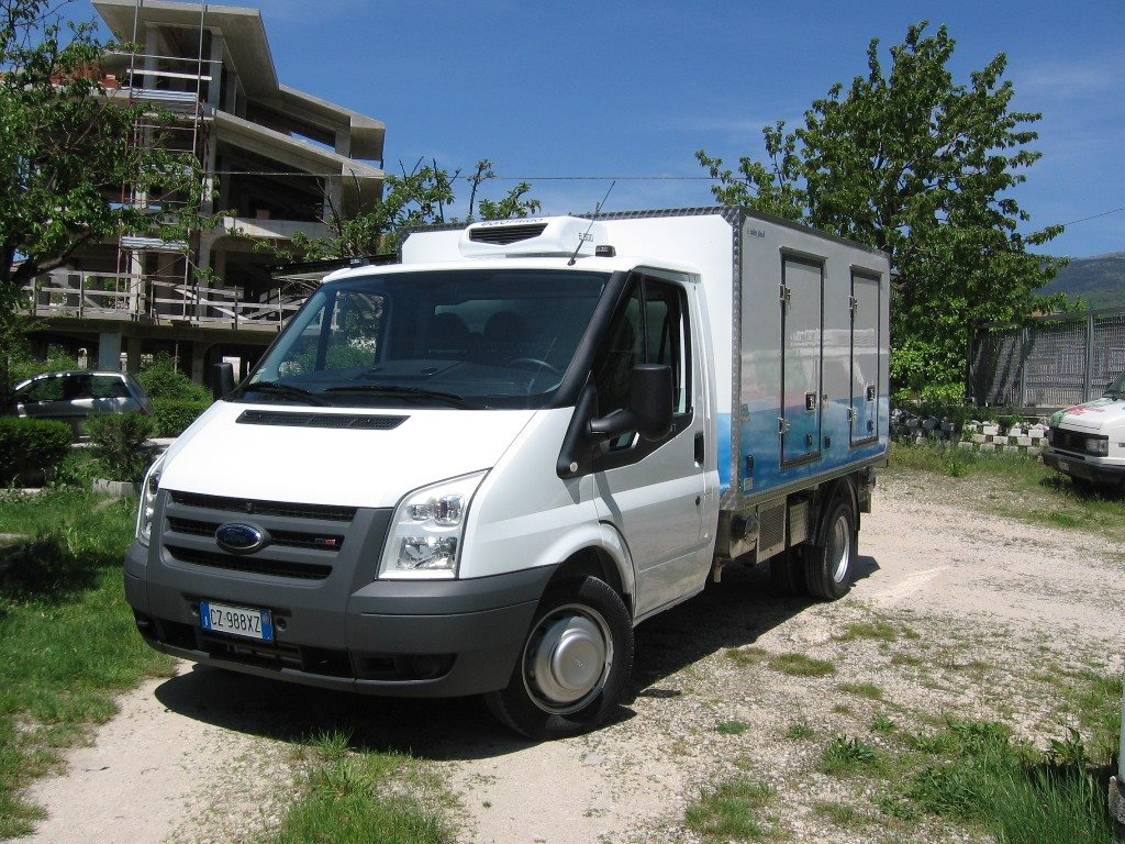 Il furgoncino della Coim Plast guidato da Pietro Sarchiè  (7)