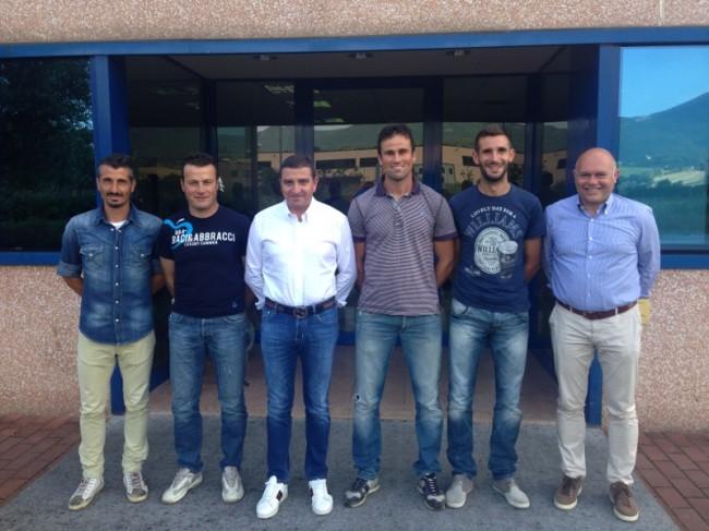 Il presidente Canil e il vice Carlo Dolce insieme ai tre giocatori confermati