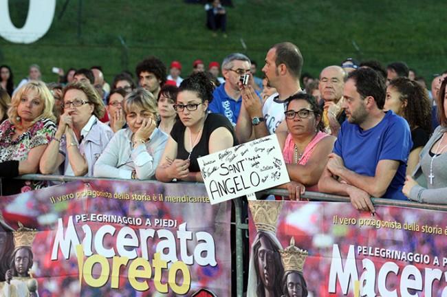 Pellegrinaggio_Macerata_Loreto_2014_Stadio (16)