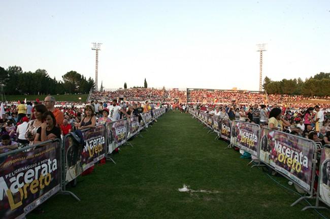 Pellegrinaggio_Macerata_Loreto_2014_Stadio (20)