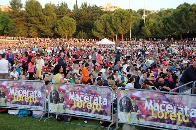 Pellegrinaggio_Macerata_Loreto_2014_Stadio (39)