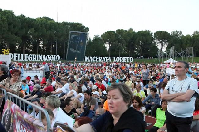 Pellegrinaggio_Macerata_Loreto_2014_Stadio (43)