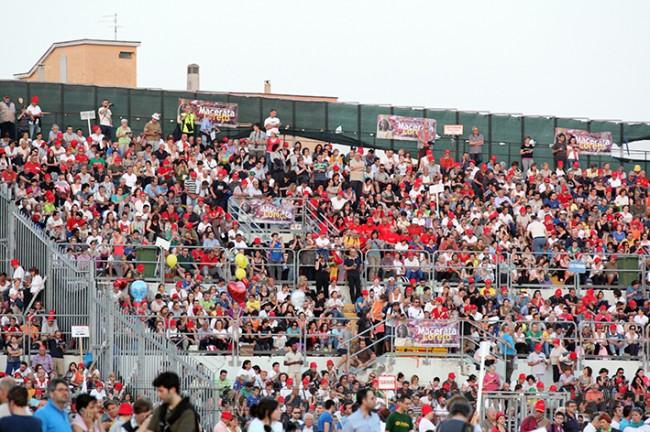 Pellegrinaggio_Macerata_Loreto_2014_Stadio (5)