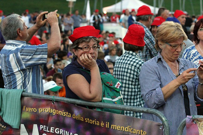 Pellegrinaggio_Macerata_Loreto_2014_Stadio (8)