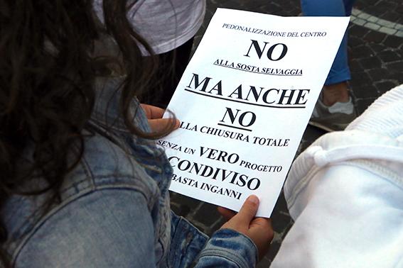 Protesta commercianti Carancini centro storico Macerata (1)
