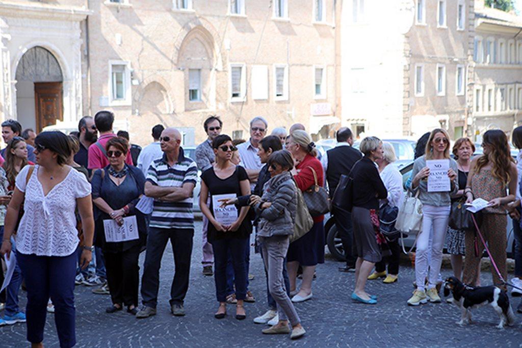 Protesta commercianti Carancini centro storico Macerata (10)