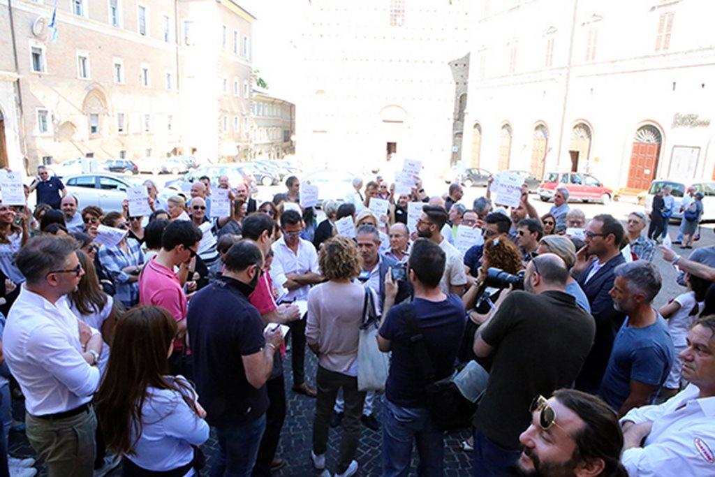 Protesta commercianti Carancini centro storico Macerata (12)