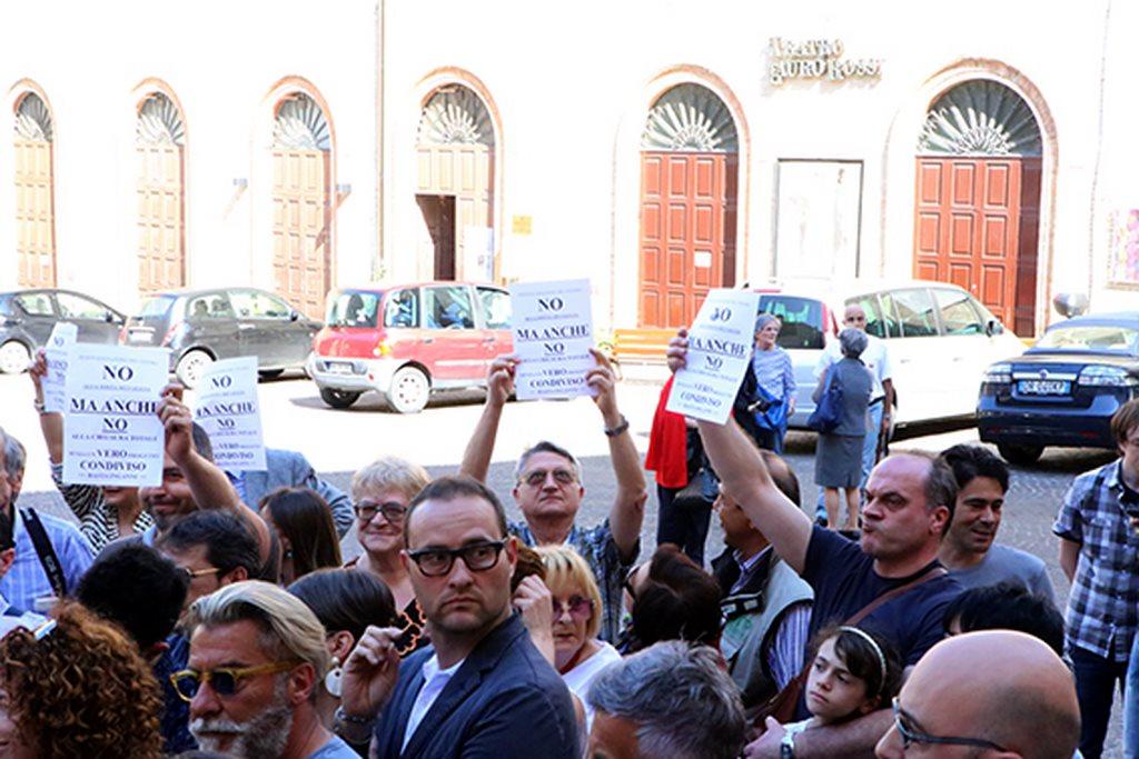 Protesta commercianti Carancini centro storico Macerata (14)