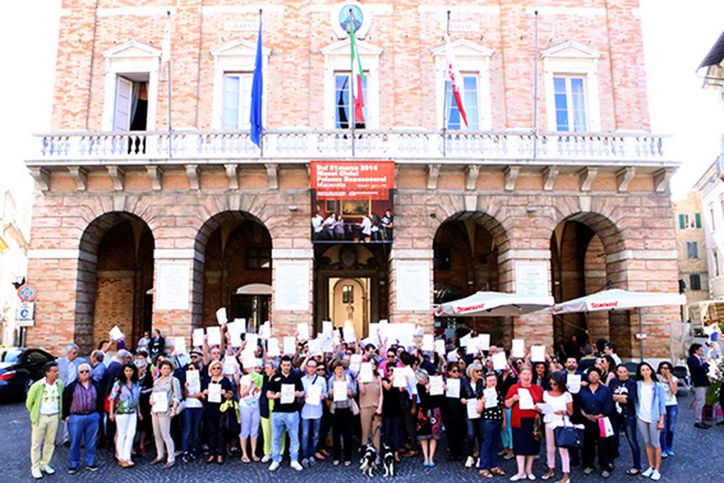 Protesta commercianti Carancini centro storico Macerata (18)