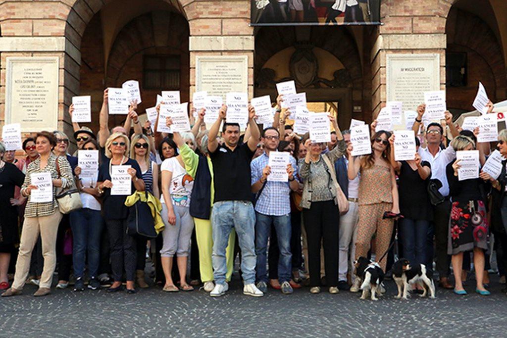 Protesta commercianti Carancini centro storico Macerata (21)
